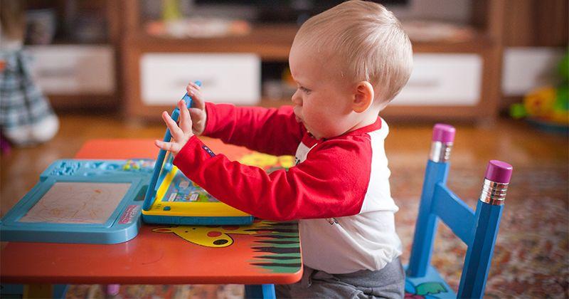 5. Pilih mainan mengembangkan keterampilan bernyanyi menari