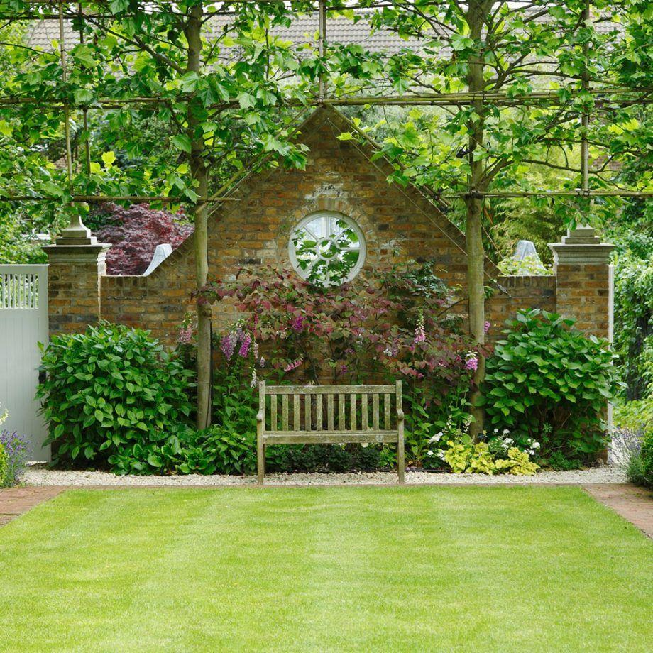 3. Memanfaatkan dinding membuat taman lebih manis