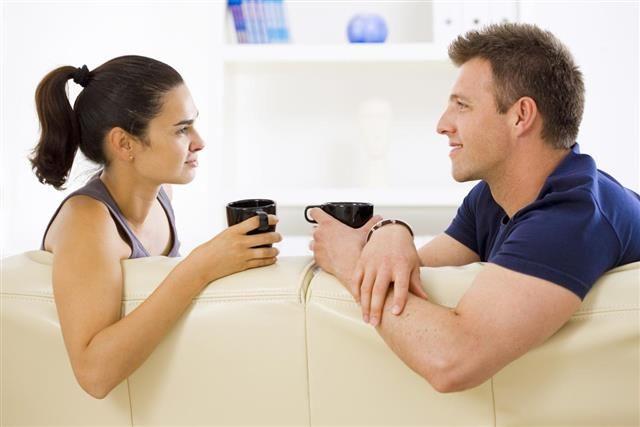 Bangun Komunikasi Baik antar Pasangan