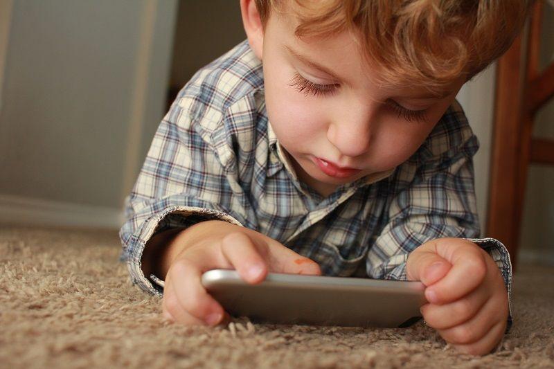 5. Lepaskan gadget sejak dini