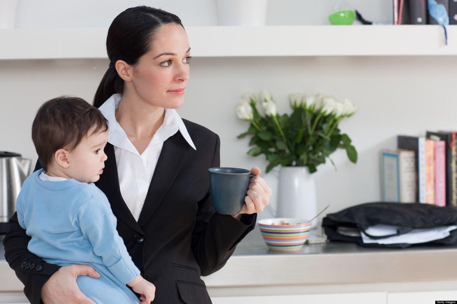 Mengerjakan Pekerjaan Rumah bersama si Kecil