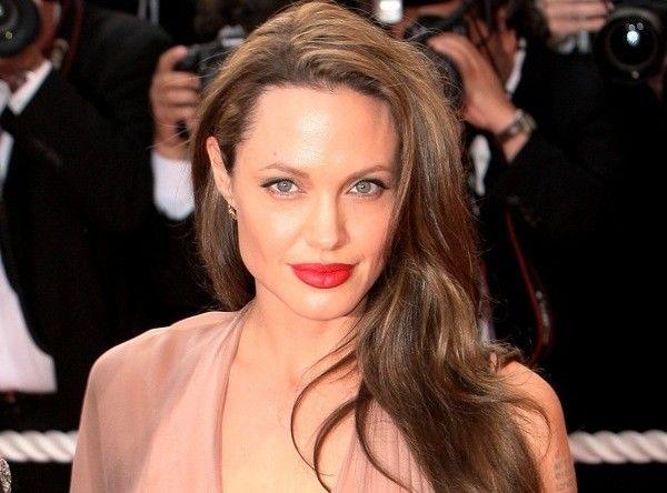 Sebelum Mengadopsi Anak, Simak Tips dari Angelina Jolie