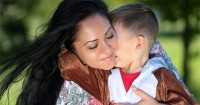 """7 Manfaat Penting Mengucapkan Kata """"Maaf"""" Kepada Anak"""