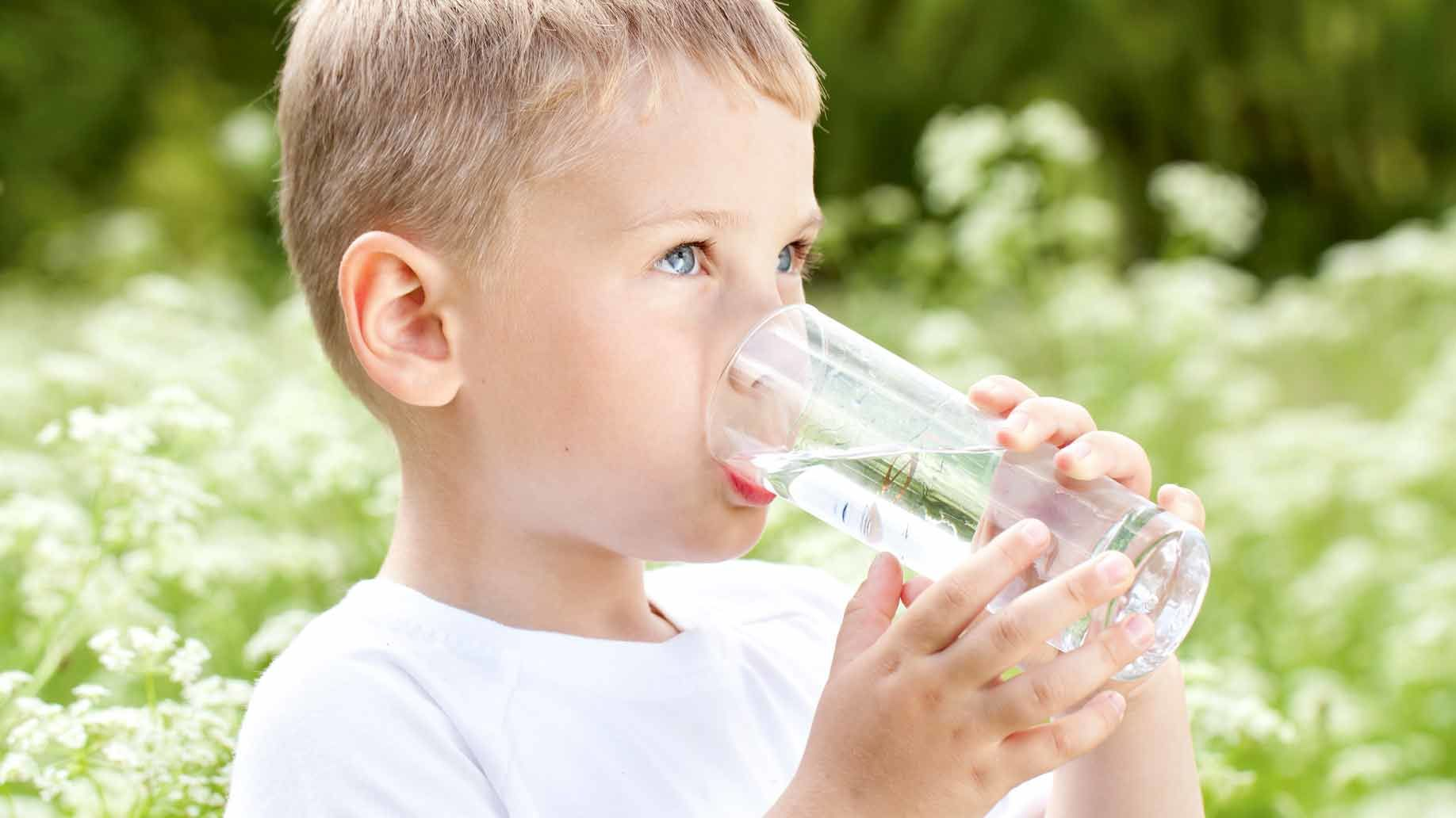 2. Membiasakan anak minum air putih setelah minum susu