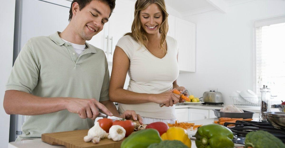 5. Membantu pekerjaan rumah istri
