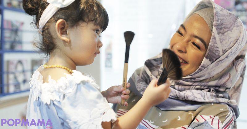 2. Aktivitas bermusik Tantri begitu padat, bagaimana memiliki waktu mengasuh anak