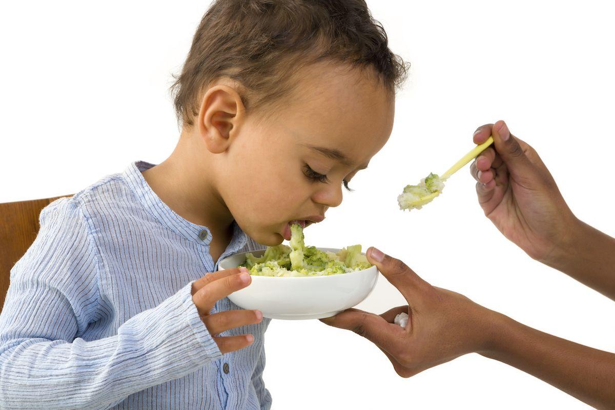 1. Cari tahu penyebab anak tidak mau makan