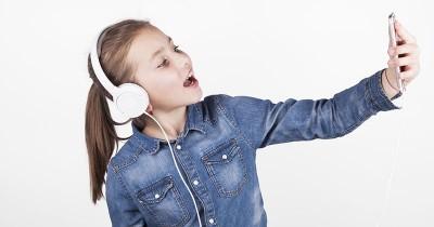 Biar Terkenal? Apa Alasan Anak Kecanduan Unggah Video di Media Sosial?