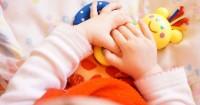 5 Lagu Riang Gerakan Jari Bikin Bayi Tertawa. Ini Daftarnya
