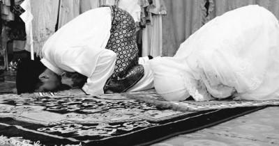 5 Manfaat Mengajak Istri Shalat Tarawih Berjamaah di Bulan Puasa