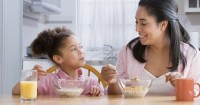 Yuk Biasakan Anak Makan Meja Makan, Ternyata Tidak Sulit