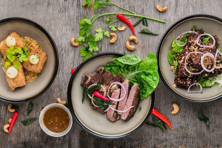 2. Perhatikan porsi makan saat berbuka puasa