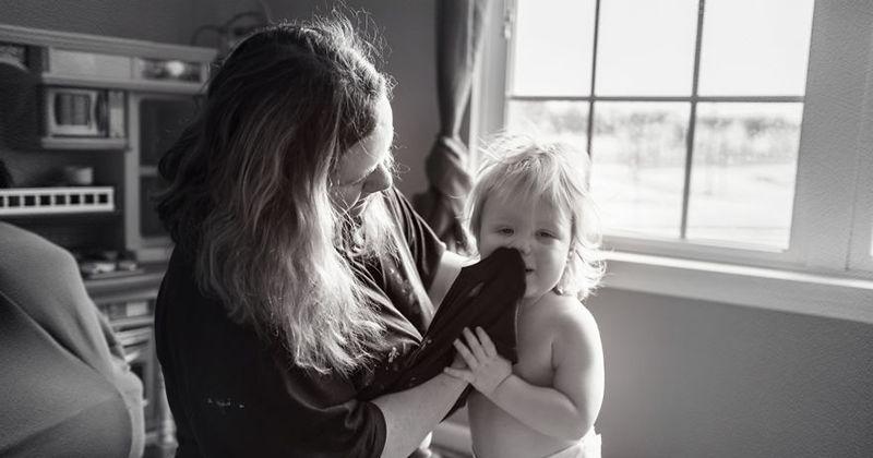 12. Mama sekaligus perawat