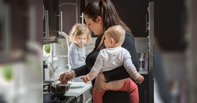 9. Mama ahli memasak satu tangan
