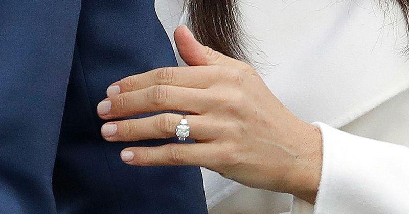 7. Desain cincin tunangan Meghan dibuat oleh Pangeran Harry