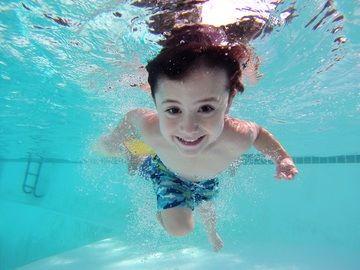 5. Pipis kolam renang