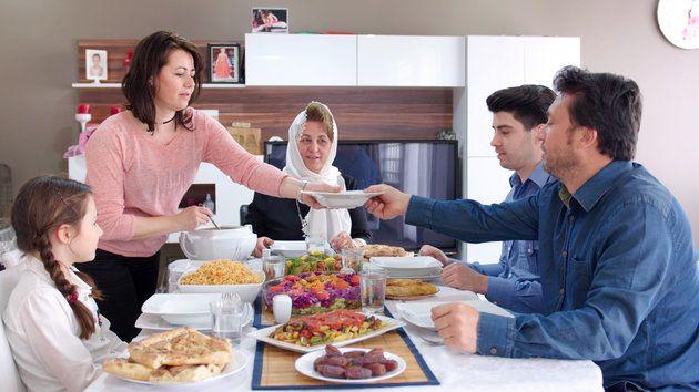 Tips agar Tetap Sehat saat Lebaran Ketika Sulit Hindari Godaan Makanan