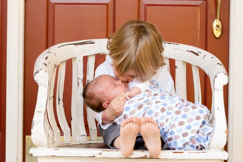 2. Perkenalkan anak bayi baru lahir