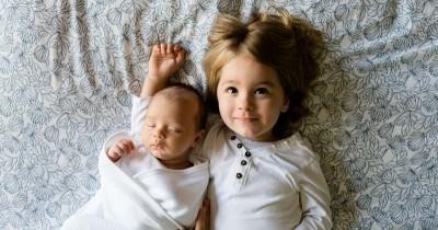 5 Cara Mengenalkan Adik Baru Pada Si Sulung