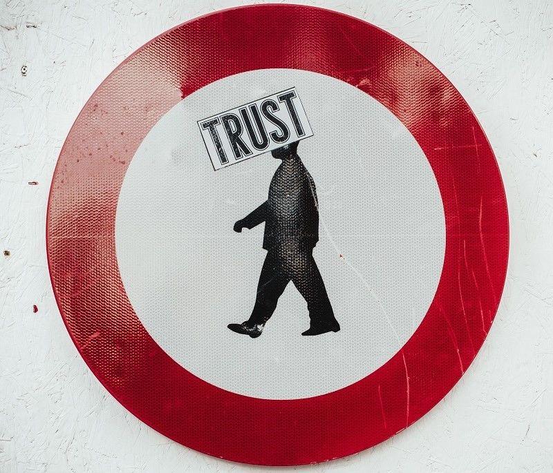 7. Berikan kepercayaan, jangan selalu mencurigainya