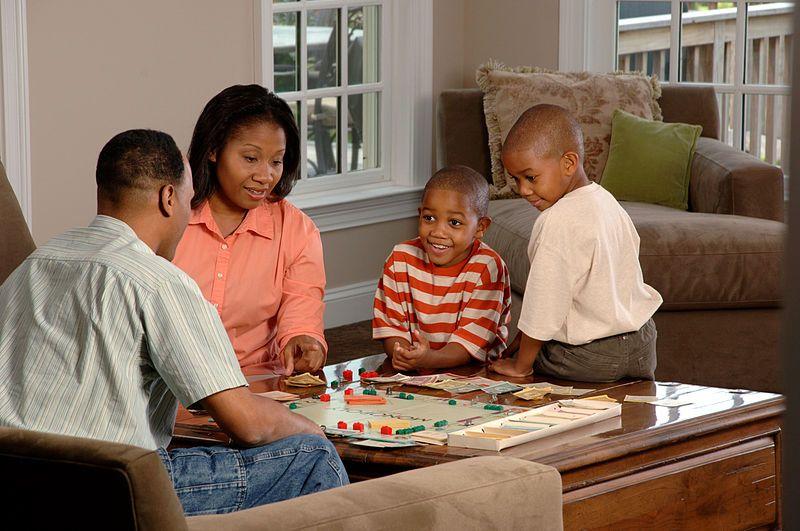 1. Terapkan peraturan disiplin keluarga sedini mungkin