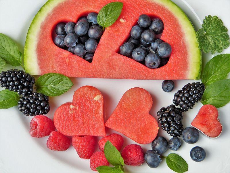 1. Makan buah segar