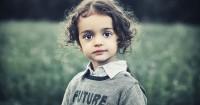 Ketahui 5 Penyebab Tumbuh Uban Anak