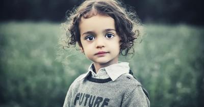 Ketahui 5 Penyebab Tumbuhnya Uban pada Anak