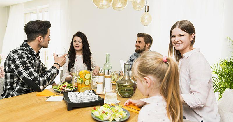 1. Beri contoh kongkret dari lingkungan keluarga