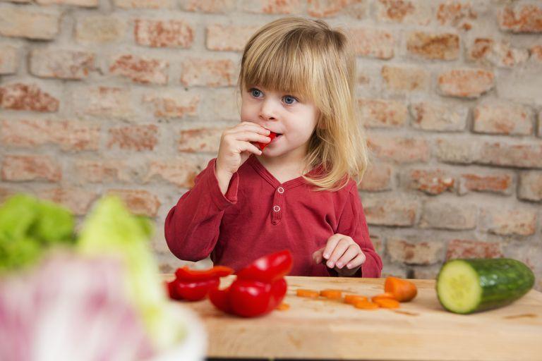 6. Mengajarkan bahwa makan harus dihabiskan