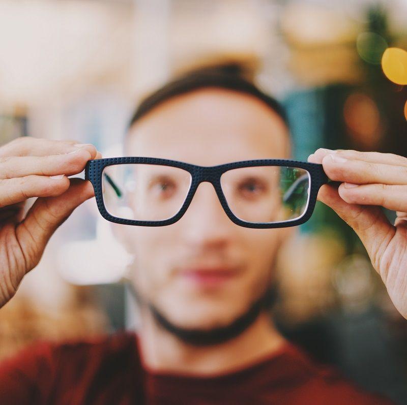 6. Mengatasi goresan kacamata