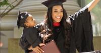 Kisah Mengharukan Sang Mama Tunggal Lulus dari Harvard Law School