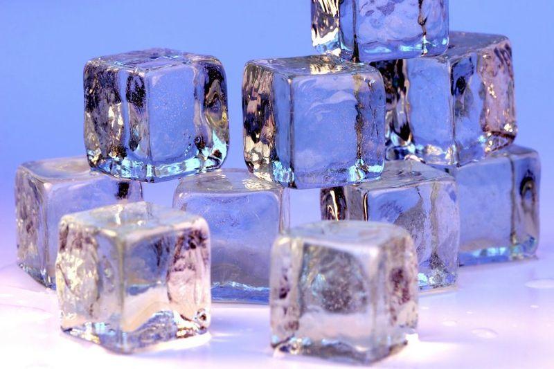 3. Es batu membantu menghindari rasa panas