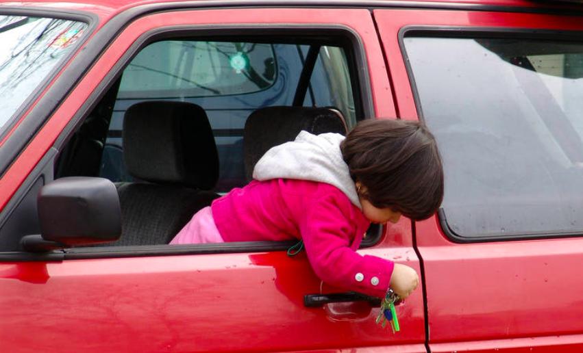 Waspada Kecelakaan Mungkin Terjadi Jika Anak Sendirian Mobil