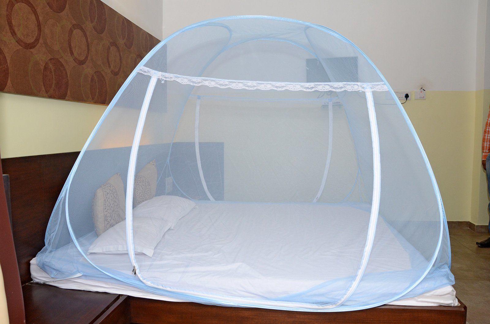 3. Gunakan kelambu saat tidur
