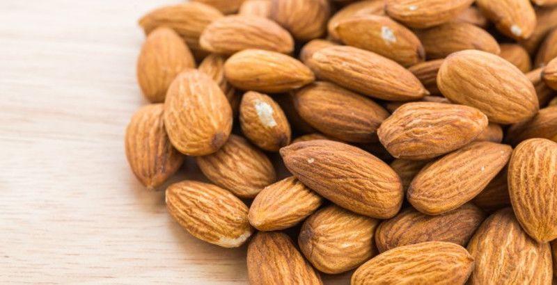 4. Kacang almond