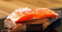 8. Salmon atau Tuna