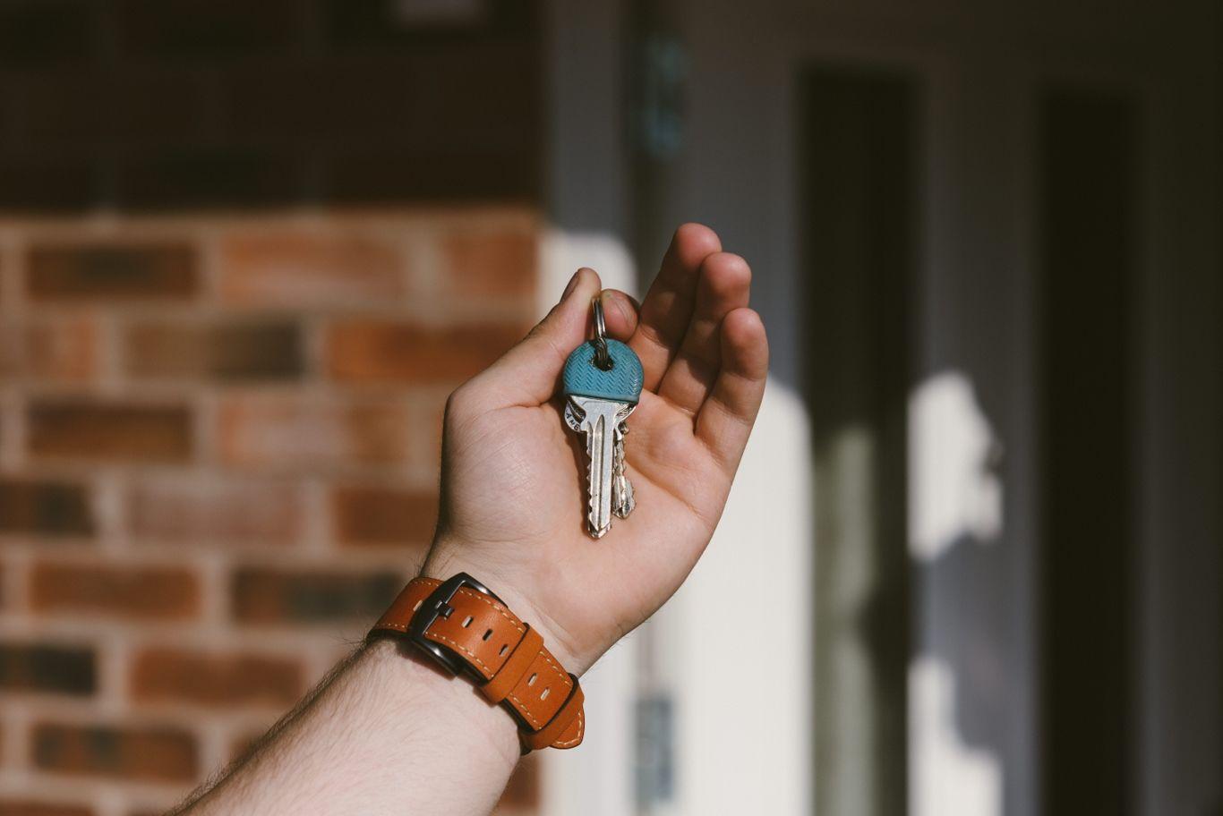 4. Berikan dia akses kunci rumah seminggu saat ia menetap