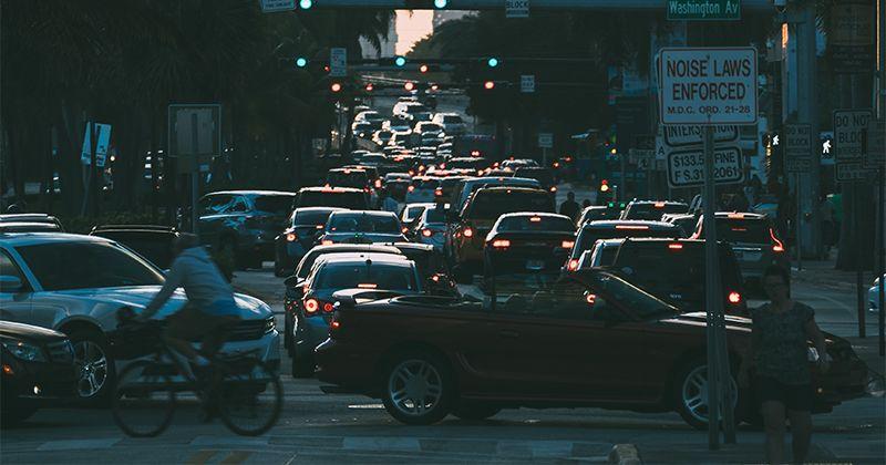 7 Cara Mengatasi Kemacetan Saat Perjalanan Liburan Popmama Com