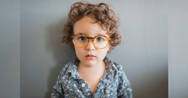 7 Hal Harus Diperhatikan Saat Anak Mulai Pakai Kacamata