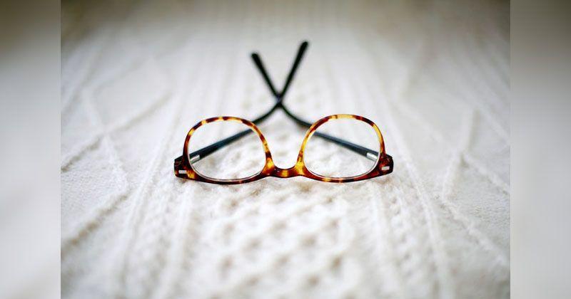 4. Ajari perawatan kacamata