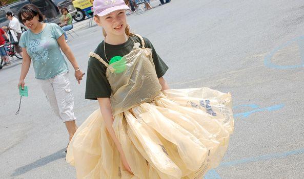 2. Bijak tentang penggunaan plastik
