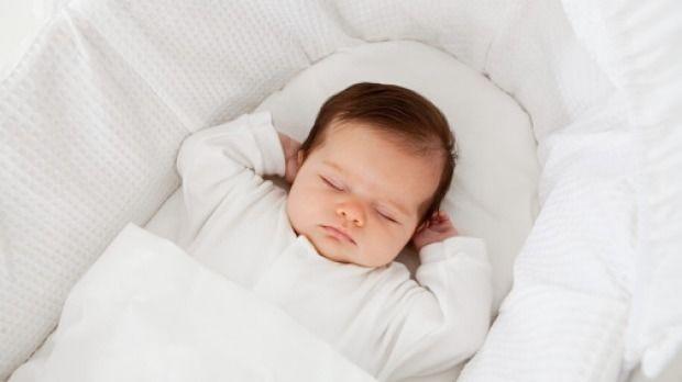 Bayi Berkeringat Banyak Saat Tidur, Apakah Normal