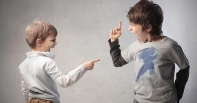 Sibling Rivalry adalah Nyata. Lakukan 7 Hal Ini Menghentikannya