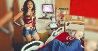 Mengejutkan Wonder Woman Sapa Anak-anak Rumah Sakit
