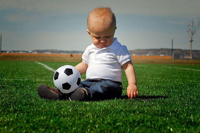 5. Menggiring bola, melatih keberanian