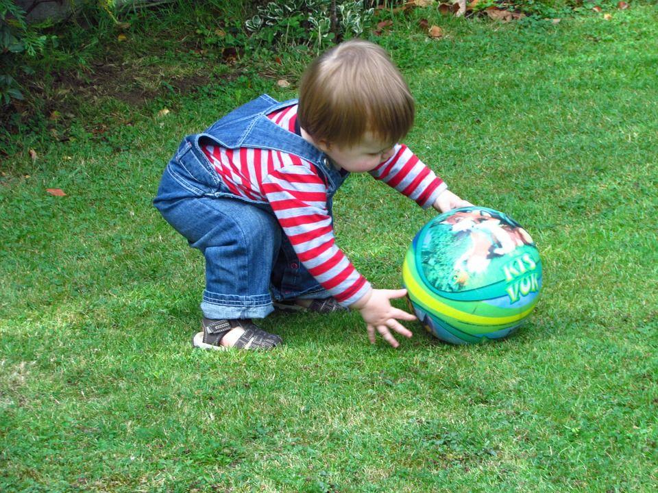 3. Menendang bola, mempertajam fokus konsentrasi