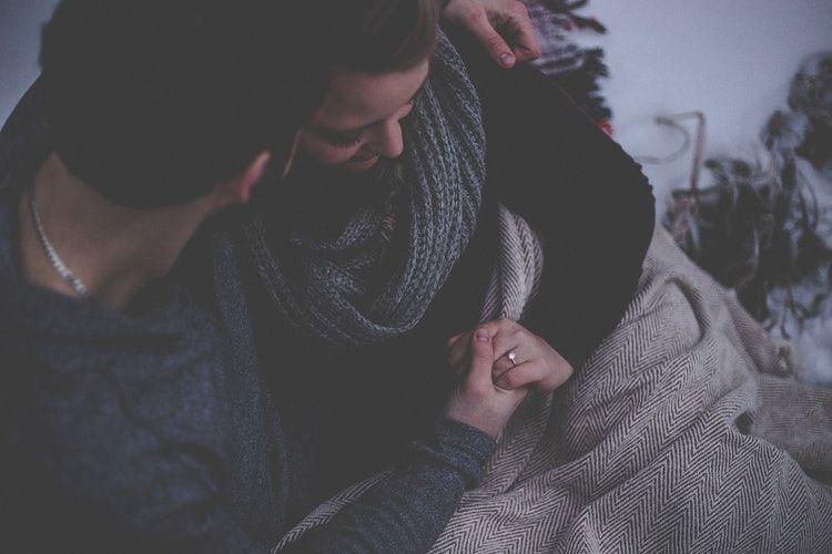 15. Tidak meninggalkan kamu sendiri saat kamu sakit