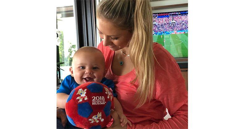 3. Anna Sergeyevna Kournikova salah satu bayi kembarnya