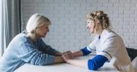 Tips Mendiskusikan Gaya Pola Asuh Anak Mertua Masa Kehamilan